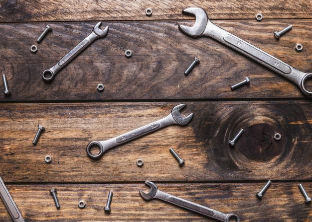 Kovinski zaboj za orodje prave velikosti