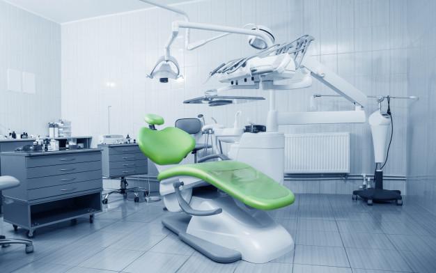 Proteza na implantatih nam povrne mladost